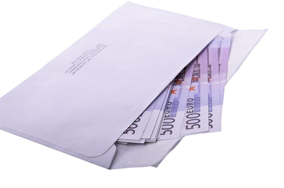 eura v obálce