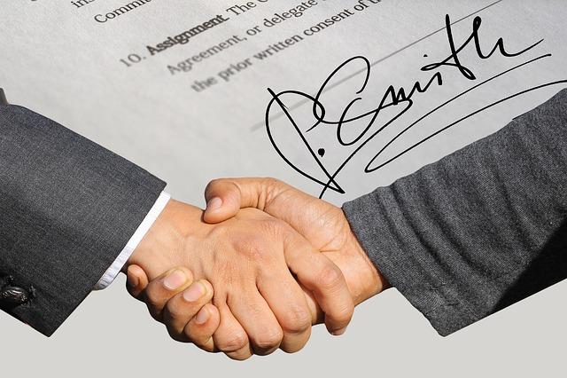 smlouva a potřesení rukou