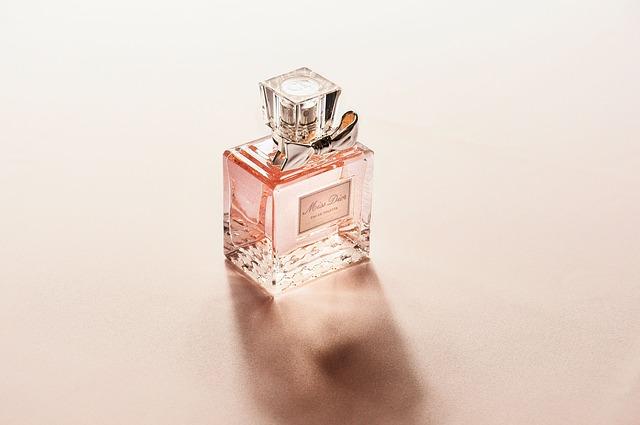 dámský parfém.jpg