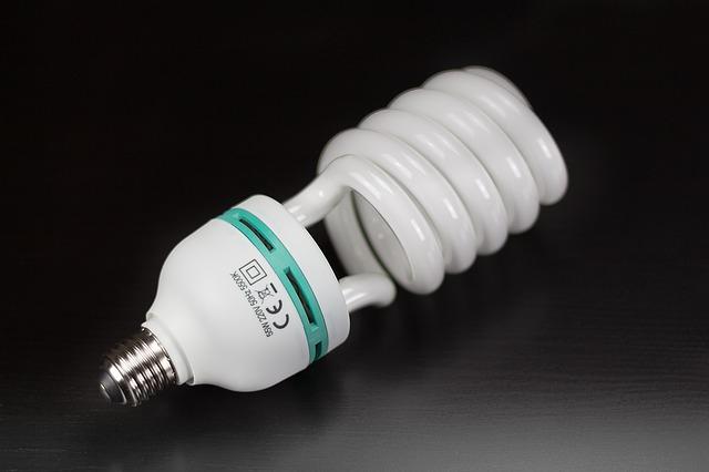 žárovka v lampě