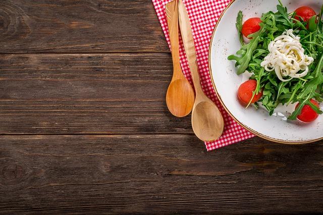 vařečky a salát.jpg