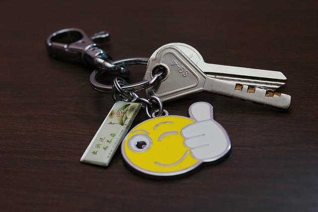 klíčenky na klíčích